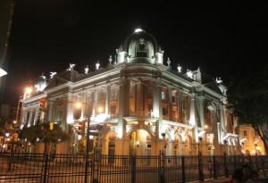 Palacio-municipal-noche